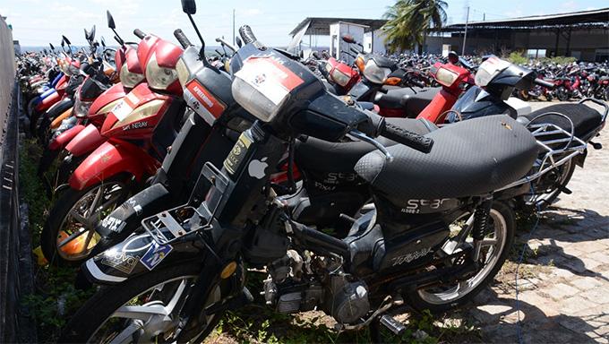 Imagem 1 -  Com a nova lei, o Detran suspendeu, por tempo determinado, o leilão de motocicletas e motonetas de até 150 cilindradas que já estejam no pátio do Departamento ou que venham a ser aprendidas no período.