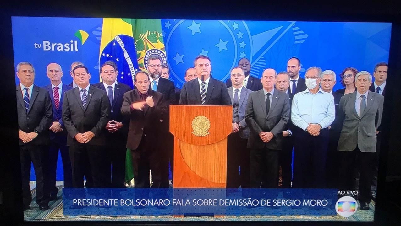 Bolsonaro aglomera ministros em coletiva para falar sobre demissão ...
